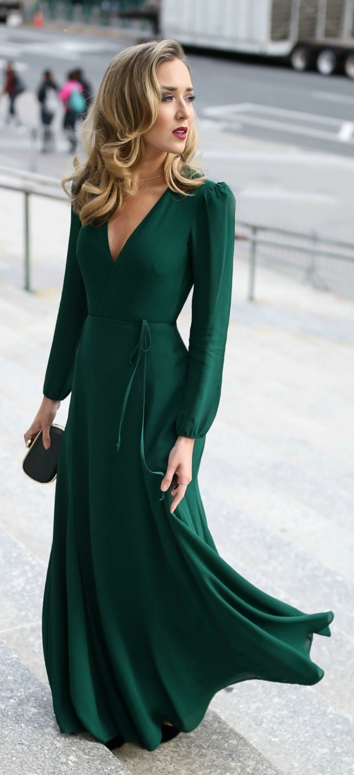 grünes kleid mit langen ärmeln. vintage kleider, hochzeitshast outfit ideen, frisur im retro stil
