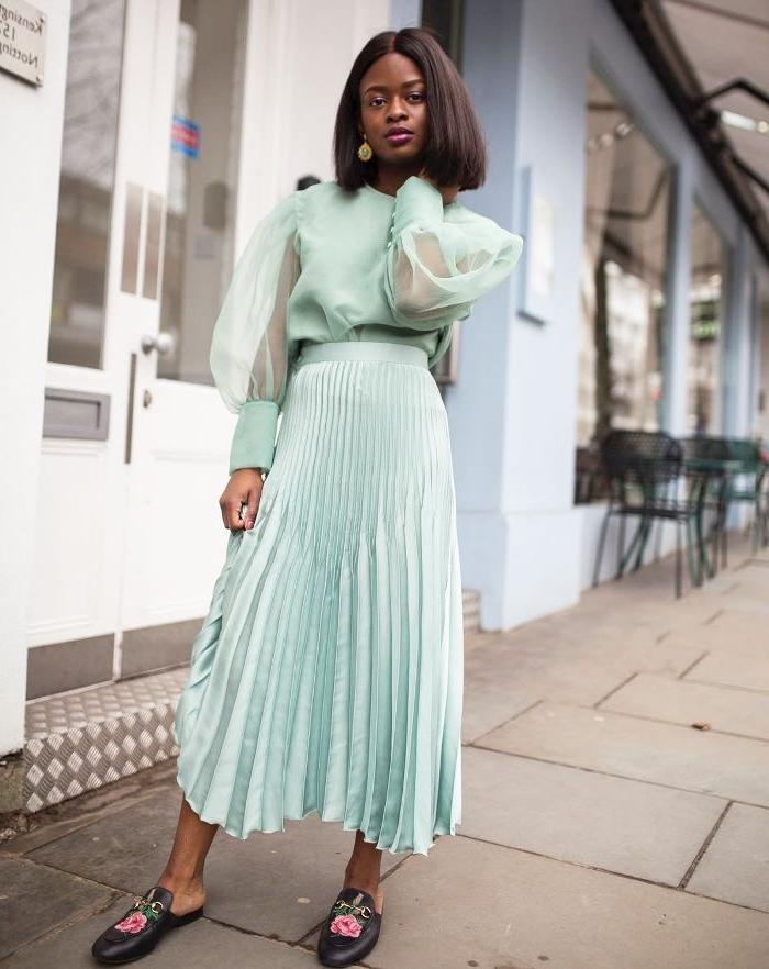 vintage kleider, mintfarbener rock, bluse mit weiten ärmeln aus tüll, schuhe mit blumen applikationen