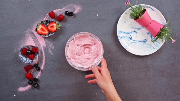 4 schnelle fingerfood rezepte sommerdessert mit erdbeeren skyr und haferflocken