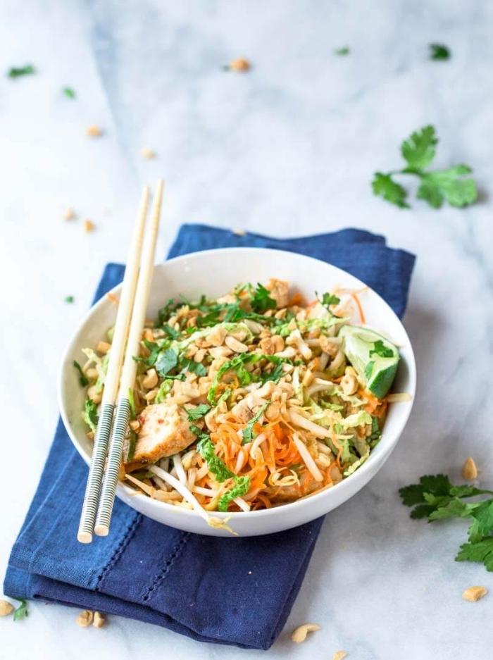 abendessen ohne kohlenhydrate, salat mit bohnen und hühnerfleisch, gesund essen, rezepte zum abnehmen