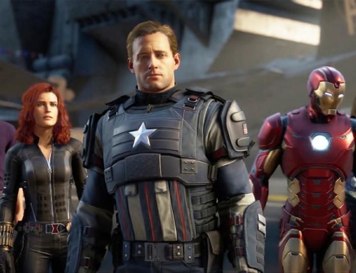 drei von den Superhelden von Avengers mit ihren Kostümen an, sie sehen enttäuscht aus