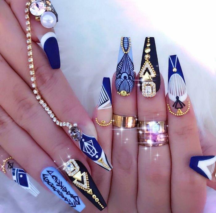 ballerina nägel faszinierende design ideen zum entlehnen, blaue nägel, perlen, goldene deko