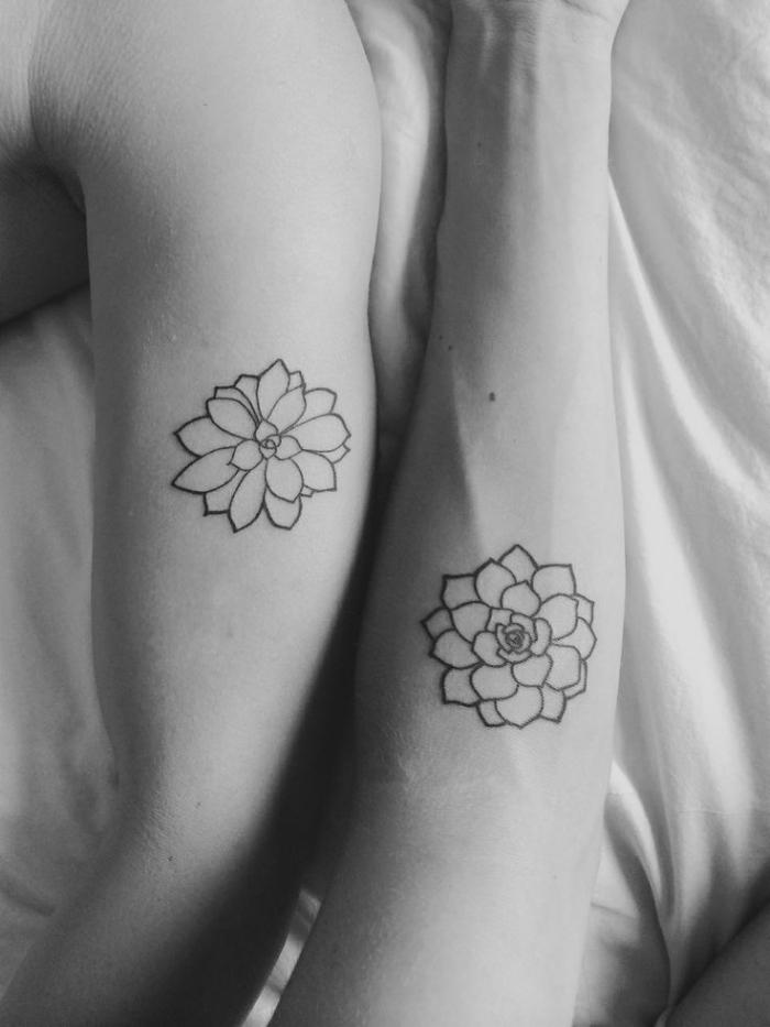 tattoo motive für paare, blumen an den armen, tattoo lotusblüte, passende tätowierungen ideen