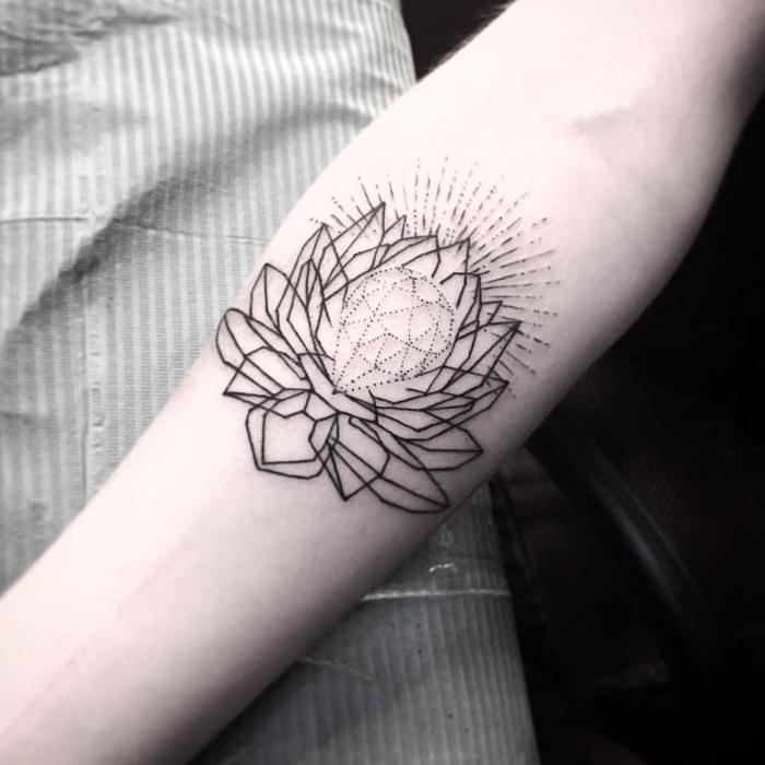 buddhismus symvole tattoo, blackwork tätowierung mit lotus als motive, geometrische elemente, sonnenschein