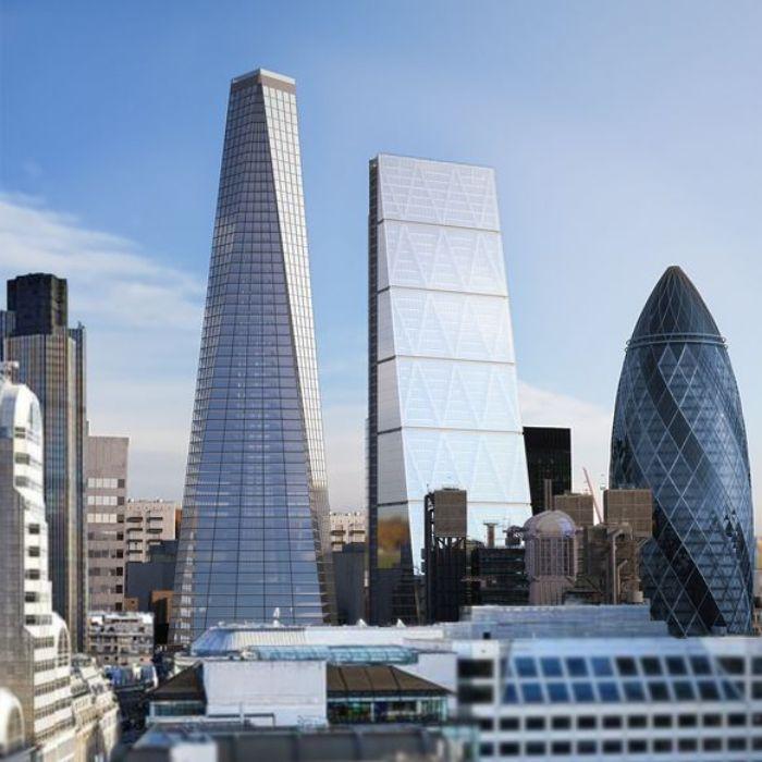 Wolkenkratzer in der stadt london, das projekt infinity london mit einem infinity pool, blauer himmel