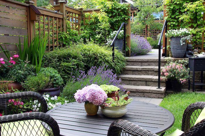 Der romantische Garten, gemütlich und farbenfroh