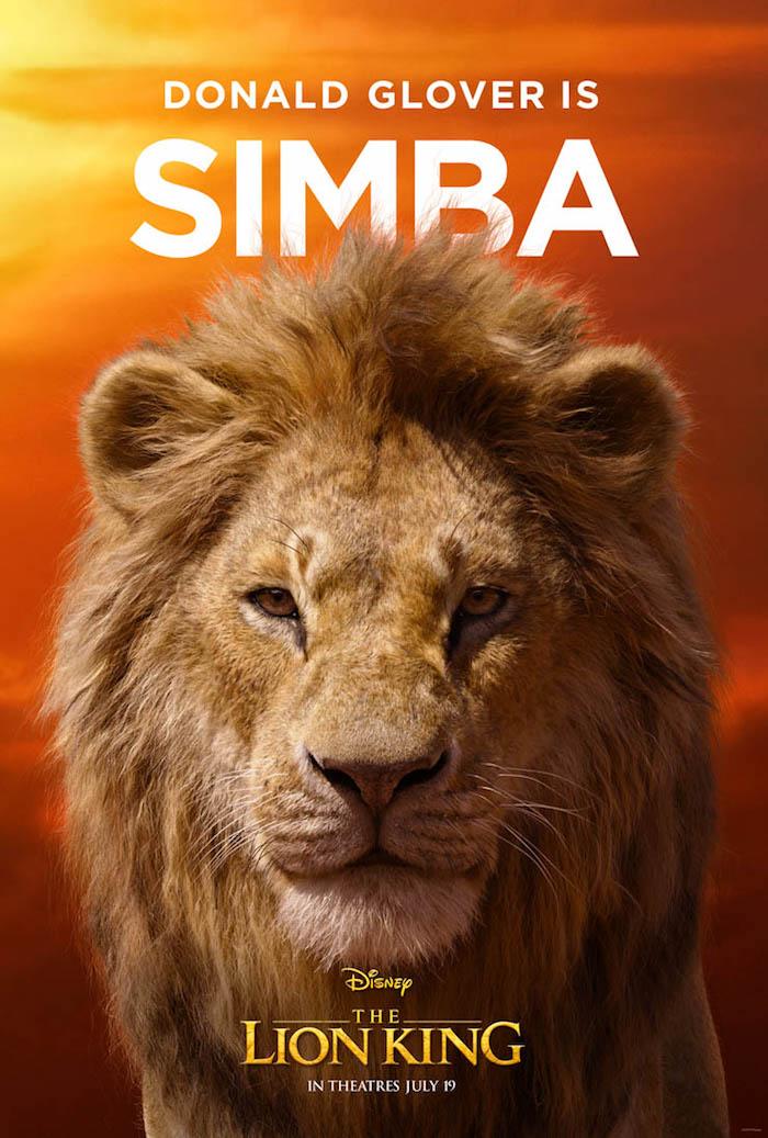 the lion king film, ein poster mit dem löwe simba mit gelben augen und einer dichten mähne, sonnenuntergang