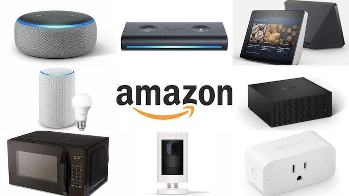 ein kleiner schwarzer Mikrowellenherd, der logo von amazon, graue lautsprecher und ein tablet, produkte von amazon
