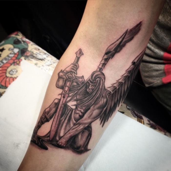 Gefallener bedeutung tattoo engel ▷ Flügel