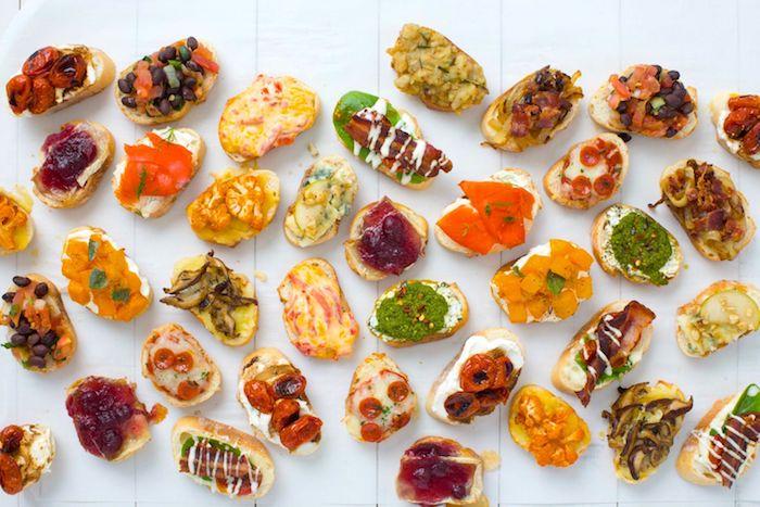 Mini Brotscheiben, vegetarisch und mit Fleisch, schnelle und einfache Fingerfood Ideen