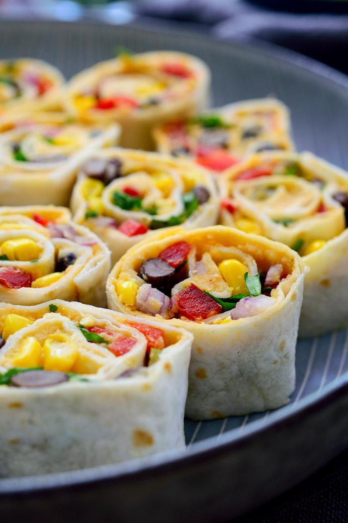 Leckere vegetarische Röllchen, Tortilla mit Frischgemüse, Ideen für leckeres Partyessen