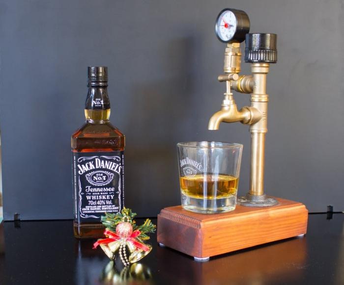 geburtstagsgeschenke für männer, jack daniels, wisky mit glas, weihnahctsgeschenk für mann