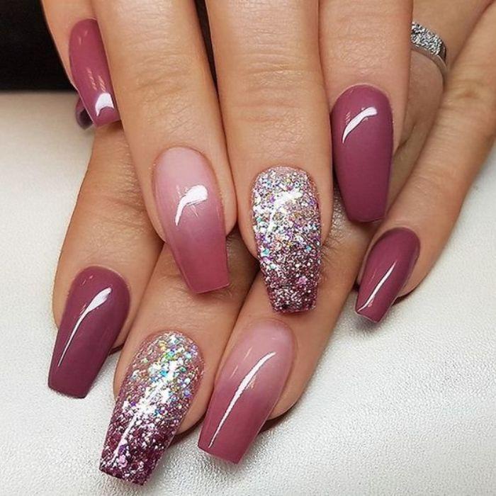 ballerina nails, in rosa und silbern, weiß und glitter deko an den nägeln, lange nägel