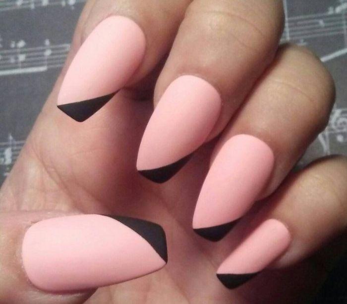 fingernägel formen, rosarote nägel mit schwarzen spitzen seitliche gestaltung kreativ
