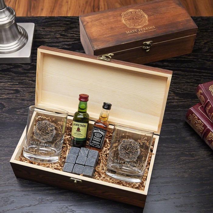 geschenk für freund ideen, wiskyset, gravierte alkoholgläser, gläser mit gravur, geschenkideen für männer