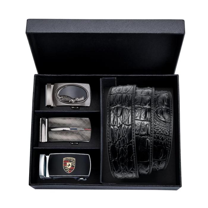 geschenk für freund ideen, schwarze box mit gürtelset, ledergürtel mit drei unterschiedliche schnallen
