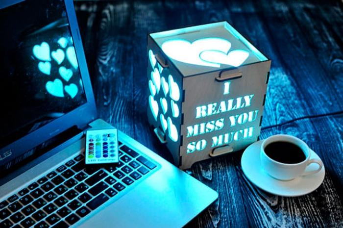 geschenk für freund, coole geschenkideen für männer, lampe mit herzen und schriftzug, i miss you