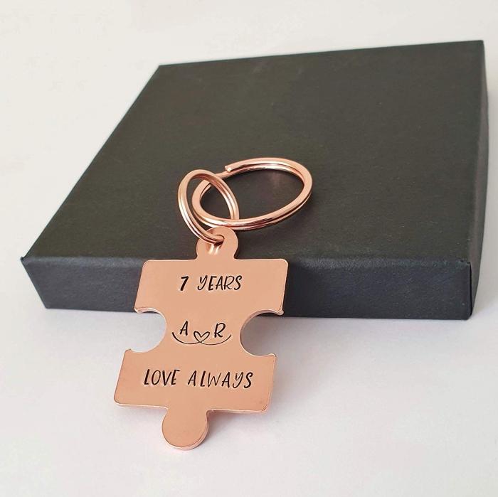 geschenke für den freund, personalisierter schlüsselanhänger, 7 jahre zusammen, jahrestag geschenk
