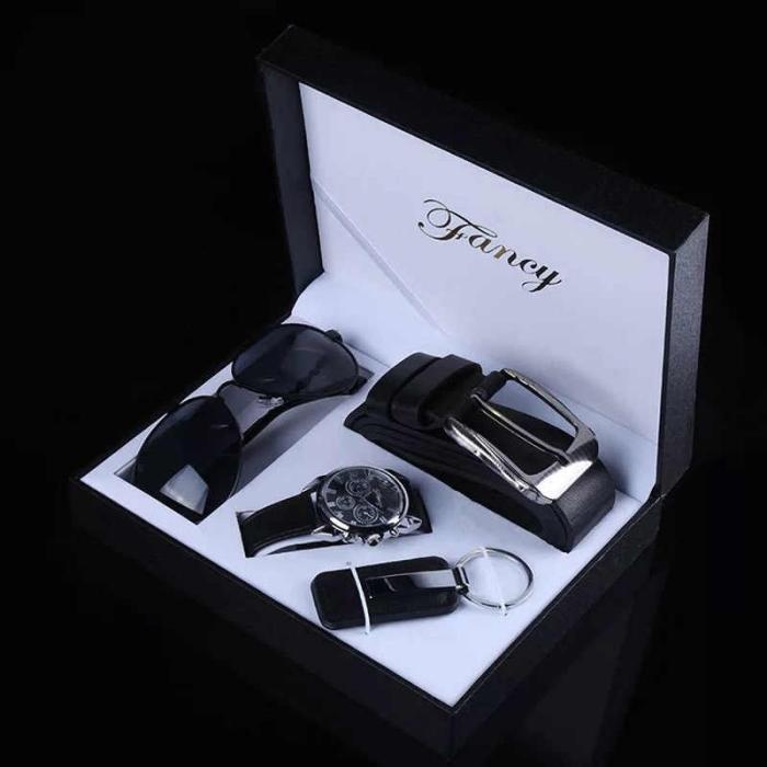 geschenek für männer zum geburtstag, geschenkset in schwarz, sonnenbrille, gürtel, schlüsselanhänger