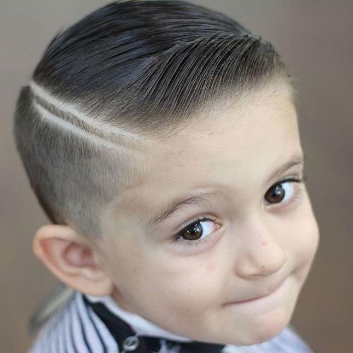 frisuren jungs, ein kleines kind mit coolem haarstyle, trendideen bei den haaren, frisur junge