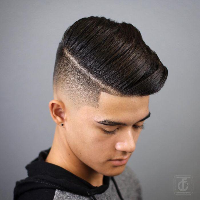 jungen haarschnitt cooles bild von oben gemacht, schwarze haare teenager