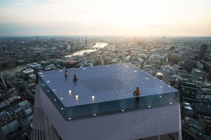 die stadt london und ein gebúde mit gro-em infinity schwimmbad mit menschen und vielen leuchten und blauem wasser