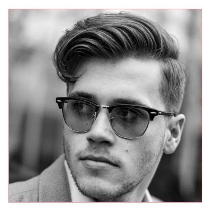 mittellange frisuren cool stylen, mann style idee, schwarz weißes foto, sonnenbrille