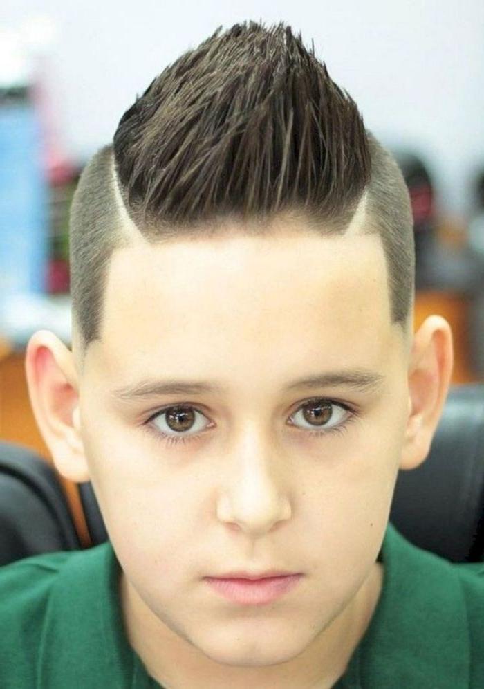 coole frisuren nach oben stylen ideen zum gestalten von haarfrisuren, braune haare junge