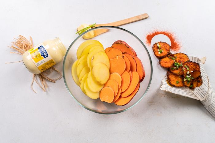 Kartoffeln und Süßkartoffeln in dünne Scheiben schneiden, Kartoffelchips selber backen