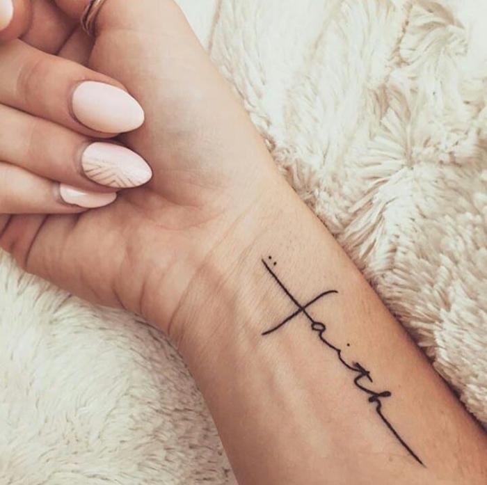 Unterarm frau namen tattoos Unterarm Tattoo