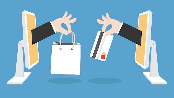 zwei hände mit einer kleinen weißen kredit karte und mit einem weißen beutel, zwei weiße bildschirme, online-geschäft