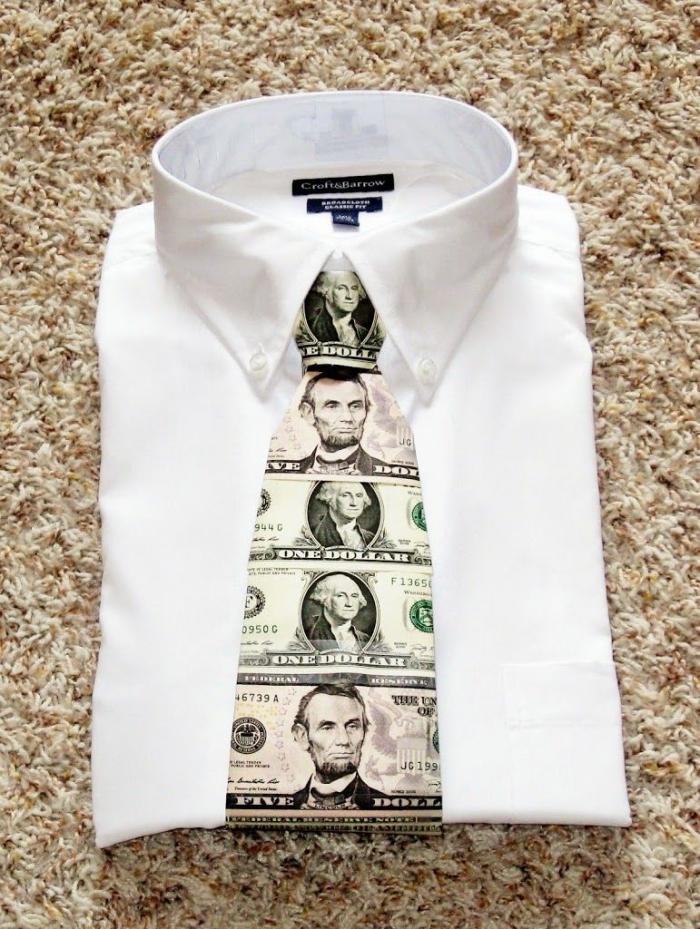 kreatives geschenk für freund, geldgeschenke selber machen, krawatte mit banknotten, weißes hemd