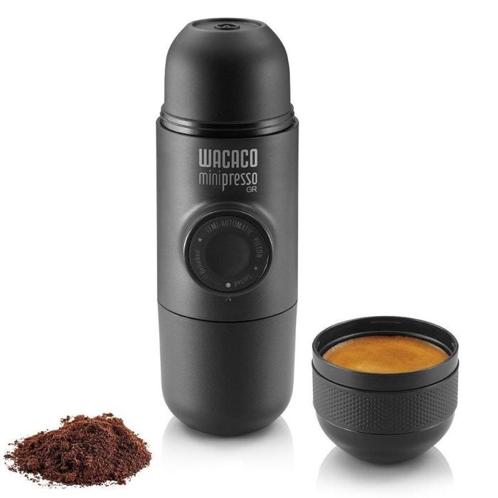 kreatives geschenk für freund, schwarze thermoflasche kameraoptik, was schenke ich meinem freund, kaffeetassse