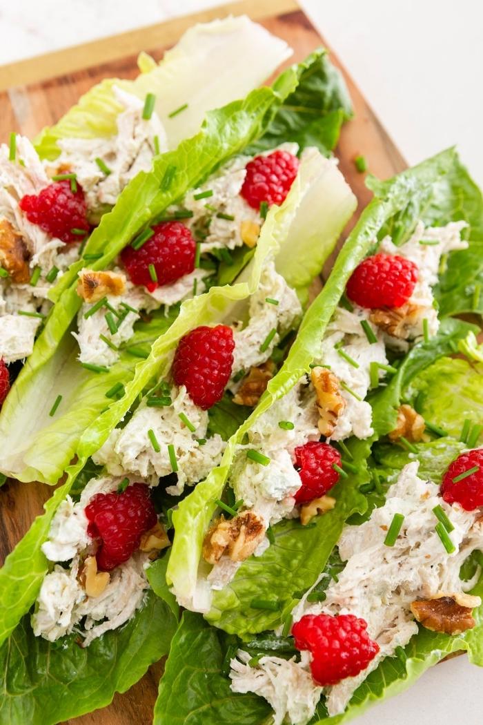 low carb rezepte abend, gesunde tacos, slatblätter mit füllung, kohlenhydratarme ernährung, himbeeren