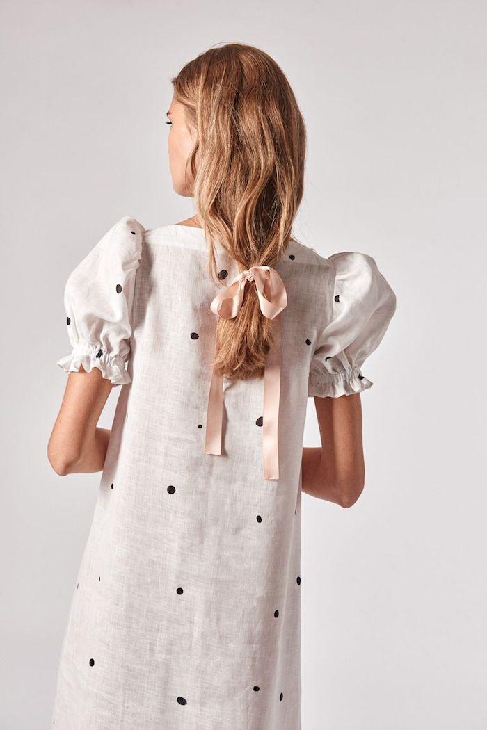 Weißes Kleid aus Leinen mit schwarzen Punkten, kurze weite Ärmel, Sommer Outfit für den Alltag