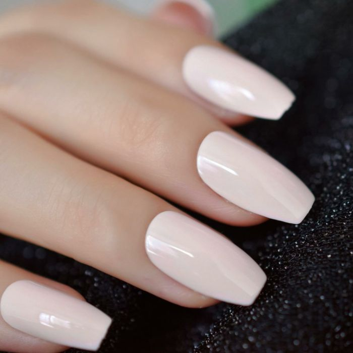 nägel spitz, hellrosa dezente farbe, schöne nagelgestaltung, moderne form