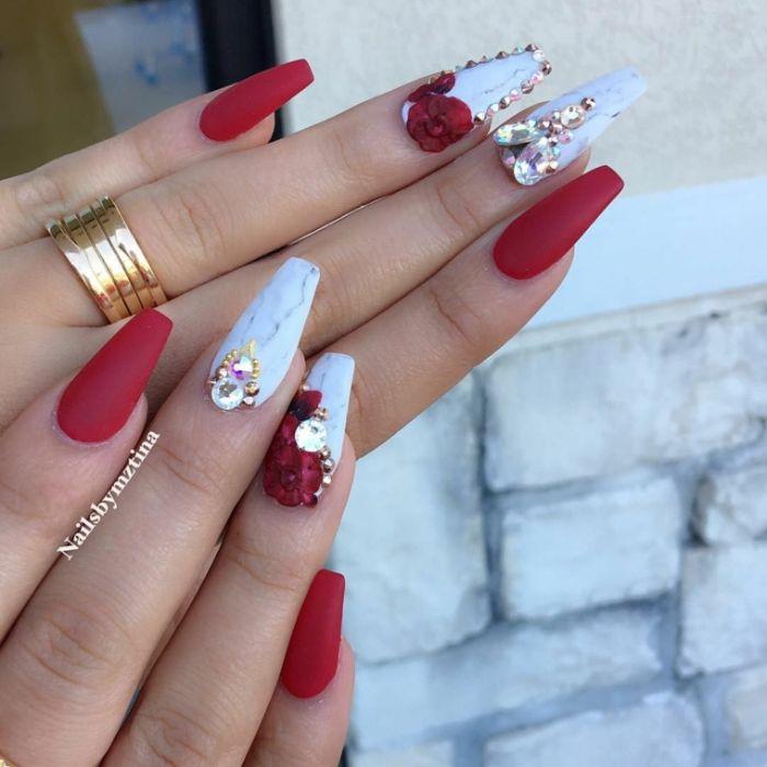 nägel spitz, einzigartige gestaltung idee rot und weiß mit perlen und steinen dekorationen
