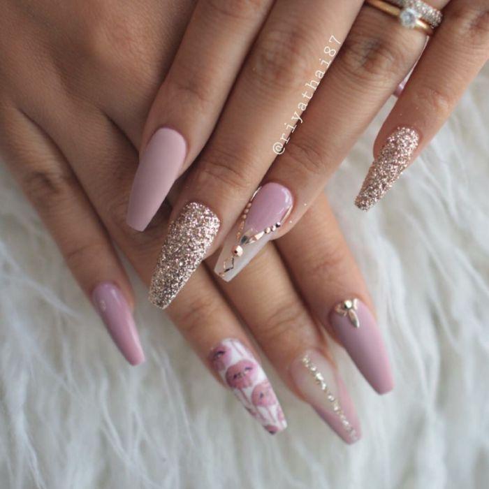 gelnägel ballerina, lange schöne maniküre rosa und weiß mit glitter und perlen deko