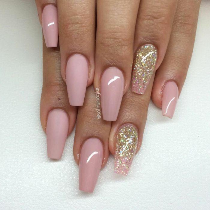 spitze nägel design ideen, rosa lack, glitter manikür idee, schöne spitze nägeldesign ideen mit stumpfem design