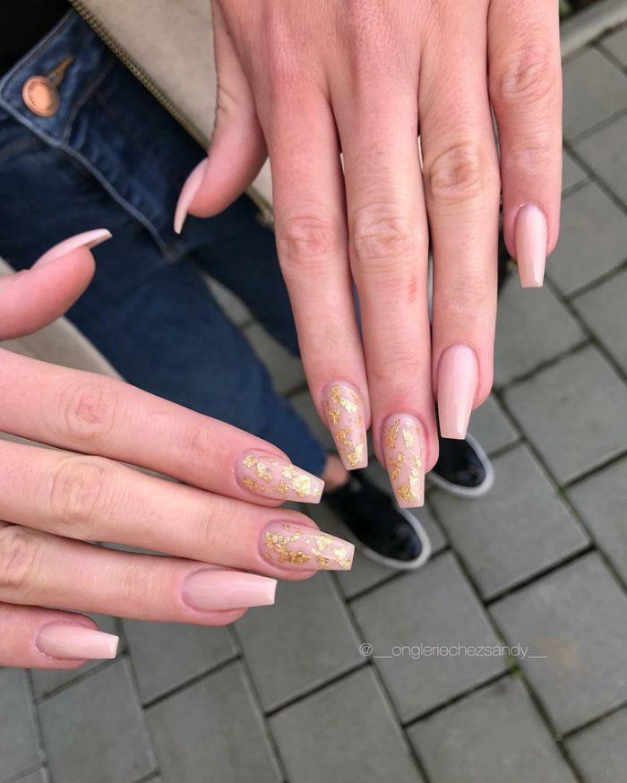 kurze gelnägel lang wachsen lassen und schön lackieren, goldenes glitter