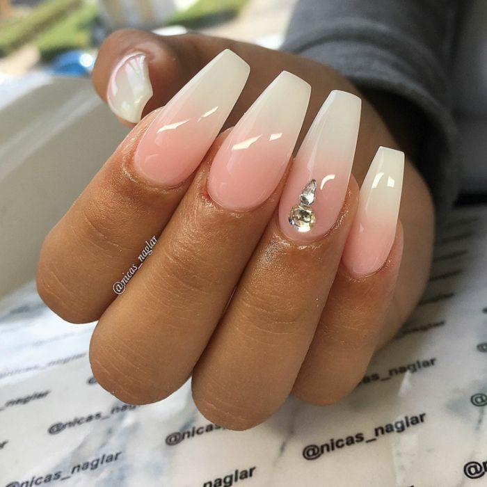 nagel formen für natürlich lange maniküre, ombre nägel weiß und rosa mit perlen deko