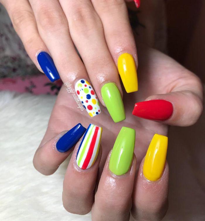 kurze gelnägel oder lange maniküre, bunte und neonfarben passen zu jeder länge