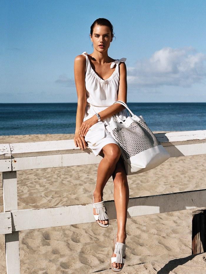 Weißes Sommerkleid und weißes Sandalen, Strand Outfit für Damen, Sommermode 2019