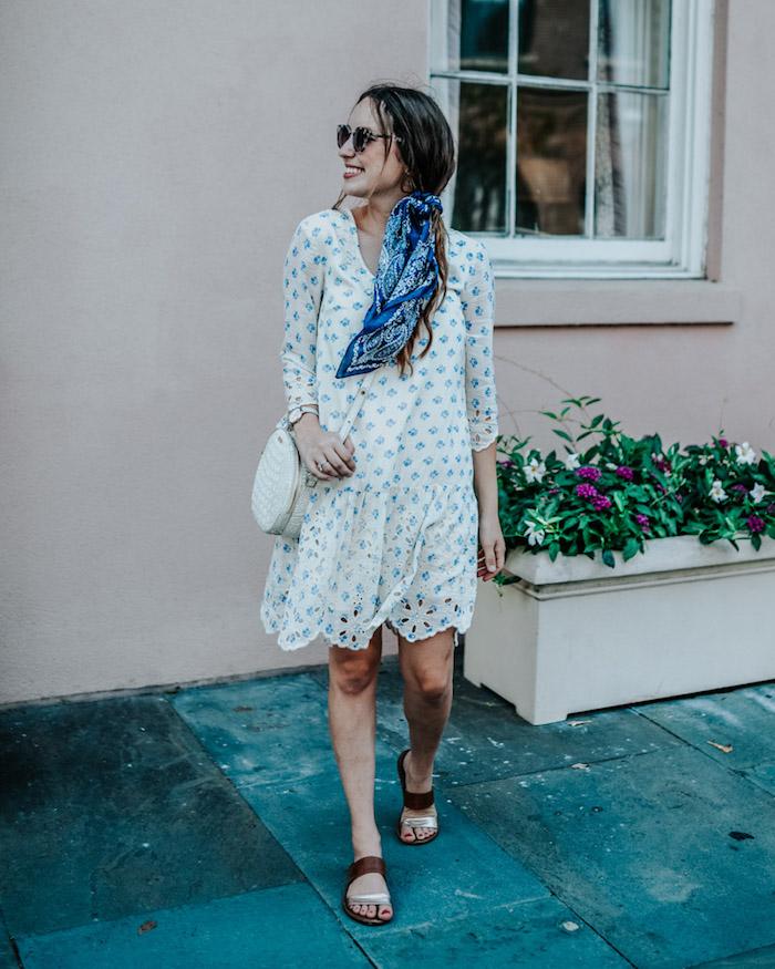 Sommerkleid mit langen Ärmeln, blaues Haartuch, weiße Tasche, Sommer Outfit Ideen