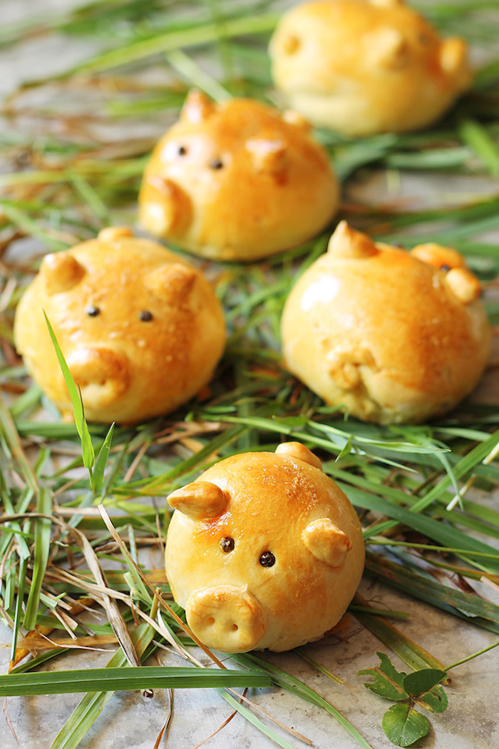 Fingerfood Idee für Kinderparty, kleine süße Schweine aus Teig, Party Essen für Kinder