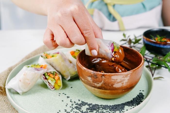rezepte mit garnelen, schnelle einfache gerichte, frühlingsrollen rezept mit gemüse