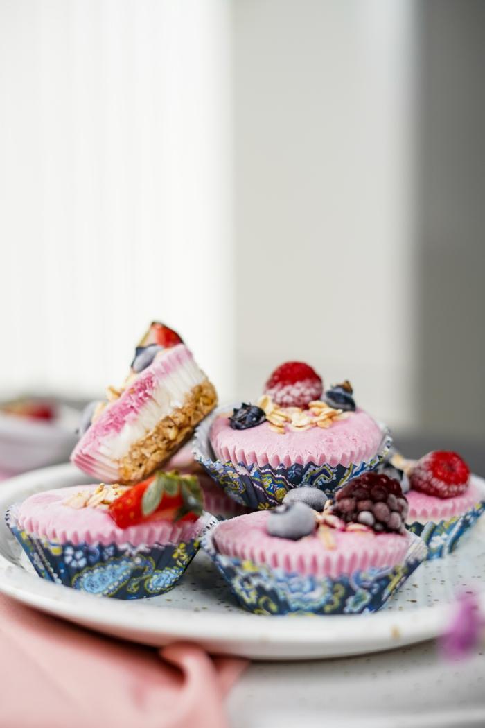 schnelle fingerfood rezepe leckere frozen cupcakes mit haferflocken skyr und erdbeeren