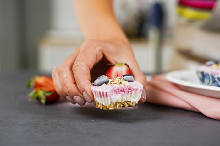 schnelle fingerfood rezepe partyessen ideen party essen frozen skyr cupcakes mit beeren