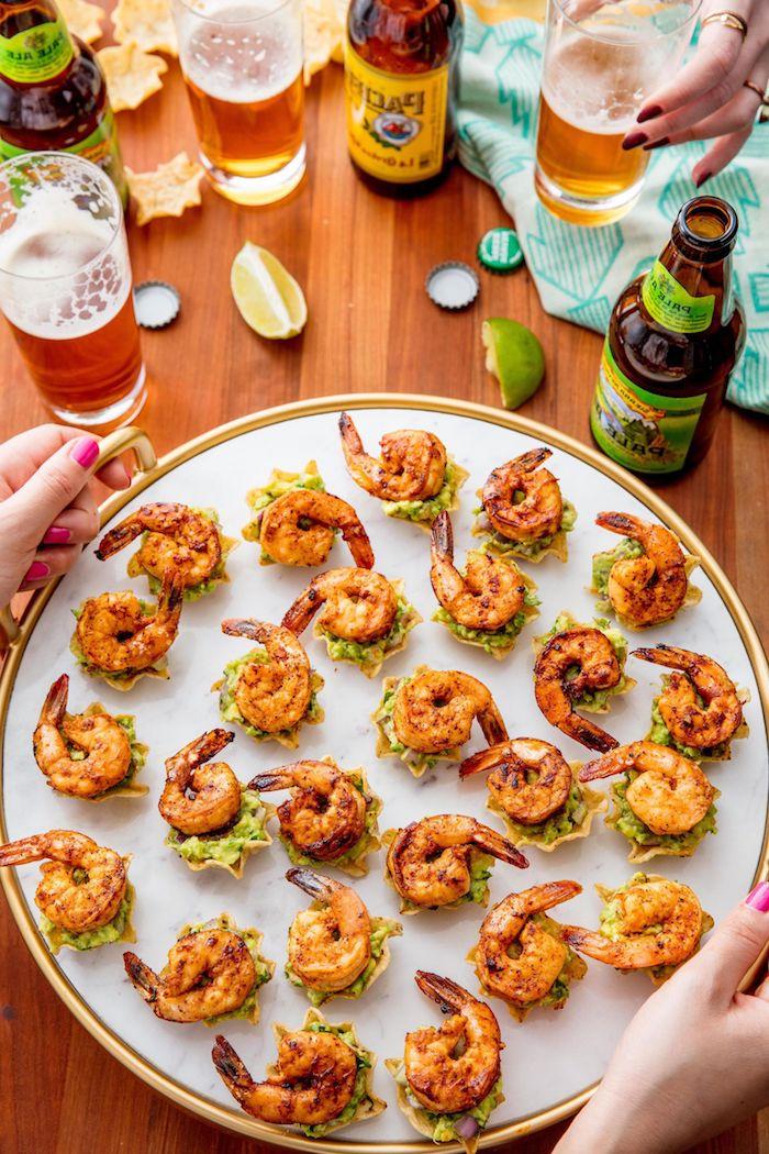 Fingerfood Ideen lecker und schnell, gegrillte Garnelen mit Limette, Essen für Sommerparty