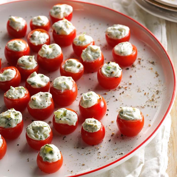 Vegetarisches Fingerfood zum Vorbereiten, gefüllte Cherry Tomaten, kleine Snacks für Party Gäste